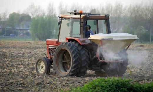 Jakie są praktyczne maszyny do rozsiewania nawozu?