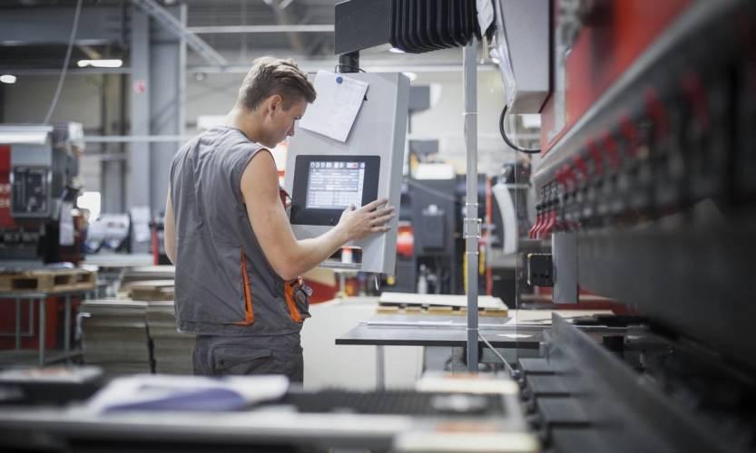 Wyleasingowanie maszyny CNC – kiedy to się opłaca?