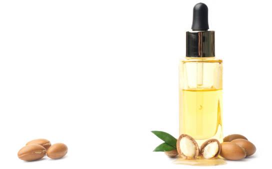 Jak stosować olejek arganowy do włosów? Właściwości i cena