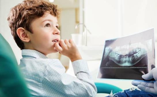 Kiedy powinniśmy zabrać dziecko do ortodonty?