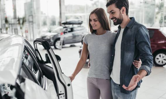 Dlaczego warto kupować auta w salonie?