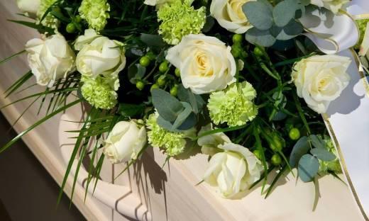 Jakie kwiaty wybrać na pogrzeb?