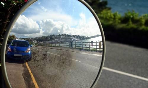 Gdzie mogą zostać zamonotwane lustra drogowe?