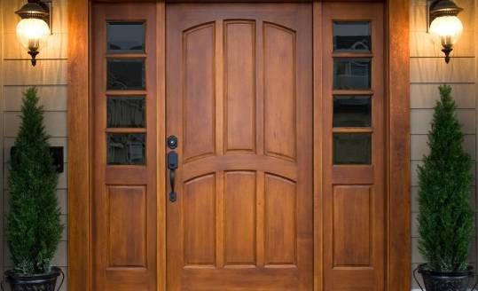 Na jakie parametry zwrócić uwagę wybierając drzwi wejściowe?