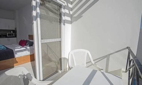 Czy da się zamontować moskitiery w oknach i drzwiach przesuwnych?