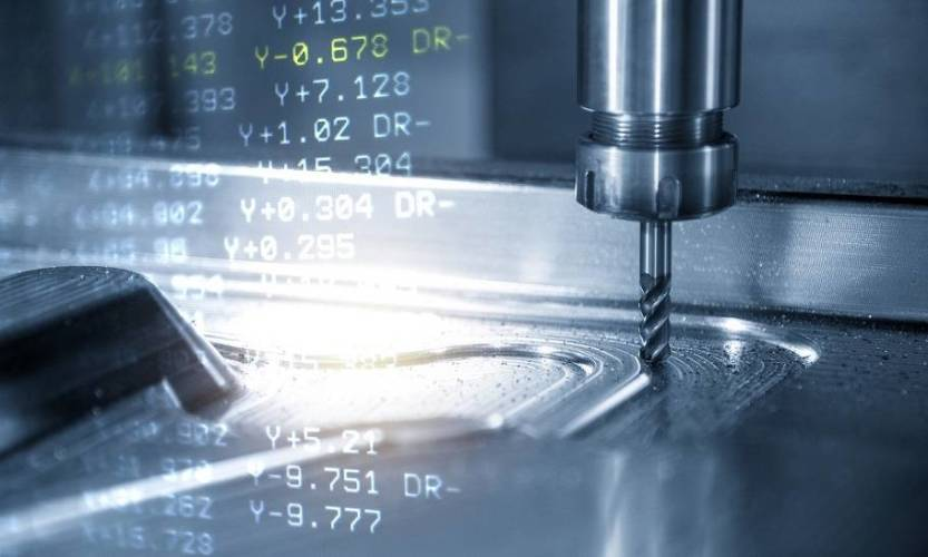 Obróbka CNC a tradycyjna. Porównanie metod