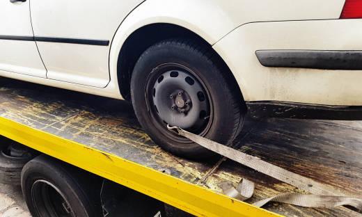 Zasady bezpiecznego holowania aut. Co warto wiedzieć?