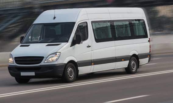 Czy kierowanie busem osobowym wymaga specjalnych uprawnień?