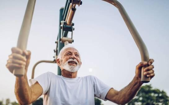 Siłownia zewnętrzna jako forma aktywności fizycznej dla seniorów