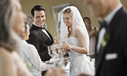 Oprawa wesela marzeń – czyli dlaczego warto wypożyczyć sprzęt weselny?