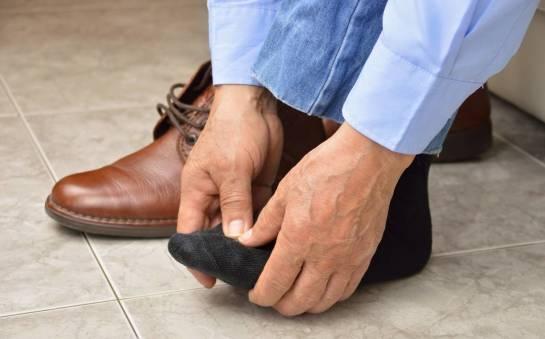 Jak zmniejszyć napięcie stóp w pracy?