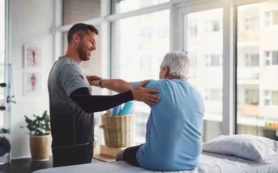 Rehabilitacja seniorów. Jak uporać się z dolegliwościami wieku podeszłego?