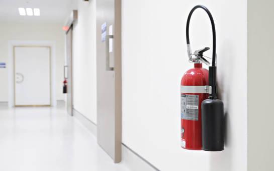 Które obiekty muszą być wyposażone w gaśnice?