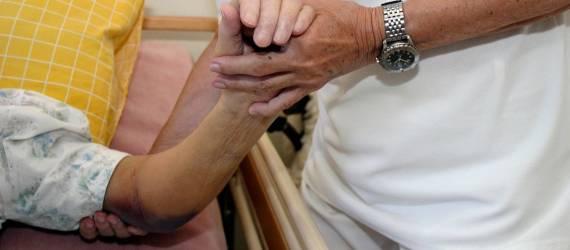 Jak zapobiegać odleżynom u starszej osoby?