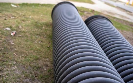 Czym cechują się rury w kanalizacji grawitacyjnej?