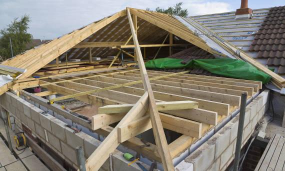Jakie są rodzaje dachówek i jak wygląda montaż?