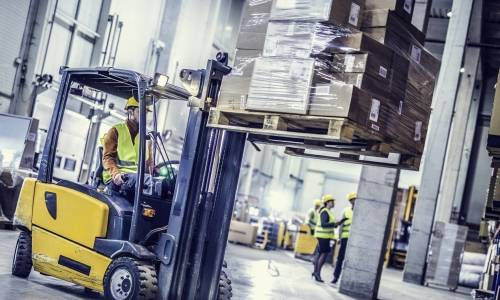 Jak zabezpieczamy transport na paletach drewnianych?
