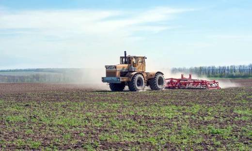 Jakie agregaty są wykorzystywane w pracach rolniczych?