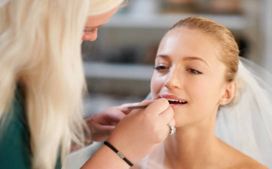 Ile kosztuje makijaż ślubny i jak się go wykonuje?