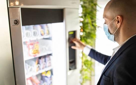 Jakie przekąski można znaleźć w automatach vendingowych?
