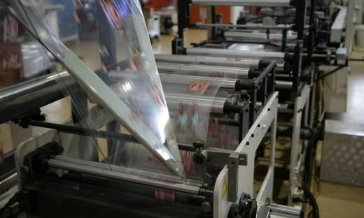 Opakowania foliowe z nadrukiem jako sposób reklamy firmy