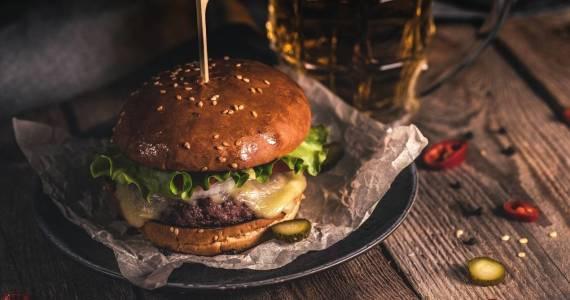 Gdzie zjeść dobrego hamburgera w Straszynie?