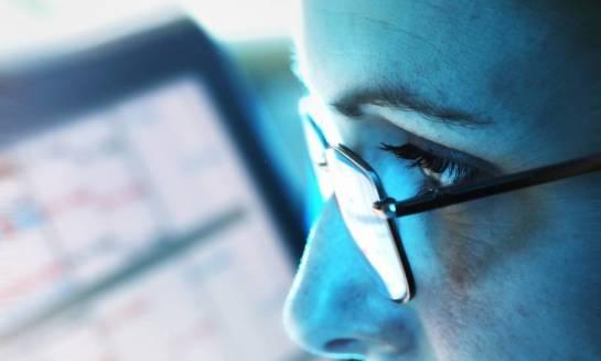 Jak dbać o wzrok, pracując przy komputerze?