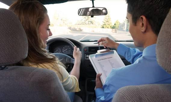 Jakich formalności należy dopełnić, aby wyrobić prawo jazdy?