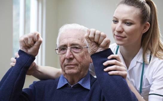 Porażenie kończyn jako skutek udaru. Jak sobie z tym radzić?