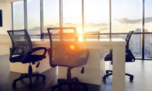 Skórzany czy siatkowy - jaki fotel do biura wybrać?