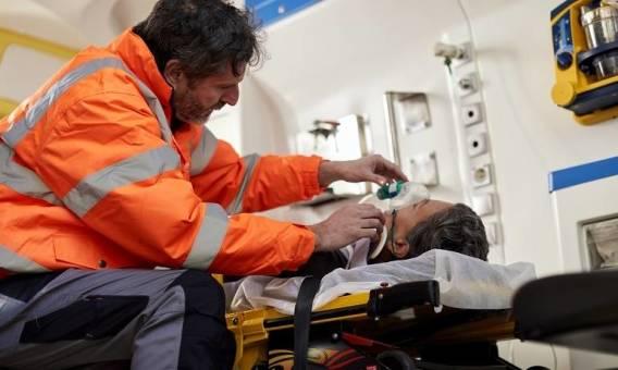 Kiedy pojazdy transportu medycznego mogą jeździć na sygnale?