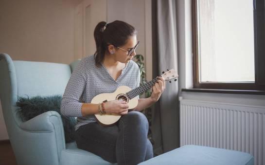 Jak nauczyć się grać na ukulele?