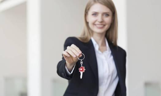 Jakimi formalnościami zajmuje się agencja nieruchomości w procesie sprzedaży mieszkania?