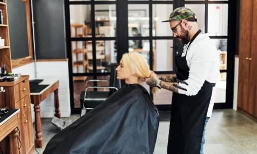 Jakie są różnice między fryzjerem a barberem?