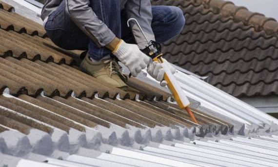 Czym naprawić pokrycia dachowe?