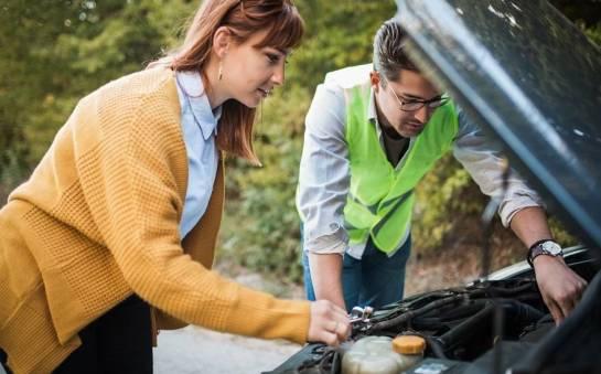 Drobne naprawy pojazdów przy drodze. Co można zrobić poza warsztatem?