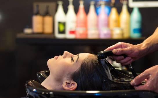 Gdzie swoje zasoby kosmetyków uzupełniają fryzjerzy?