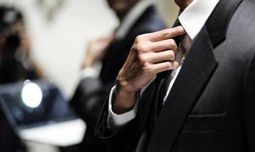 Jak powinien leżeć dobrze dobrany męski garnitur?