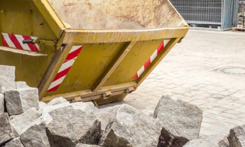 Segregacja odpadów pobudowlanych. Dlaczego papa i wełna muszą być wyrzucane do oddzielnych kontenerów?