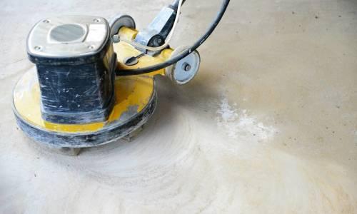 Jak przebiega śrutowanie betonu?