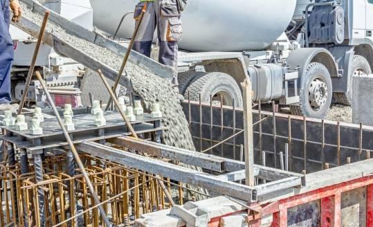 Zalety i właściwości betonu samozagęszczalnego