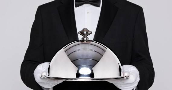 Muszka jako charakterystyczny element stroju kelnera