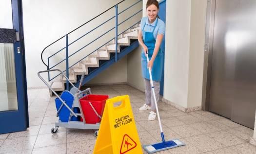 Jak dbać o porządek na klatce schodowej?