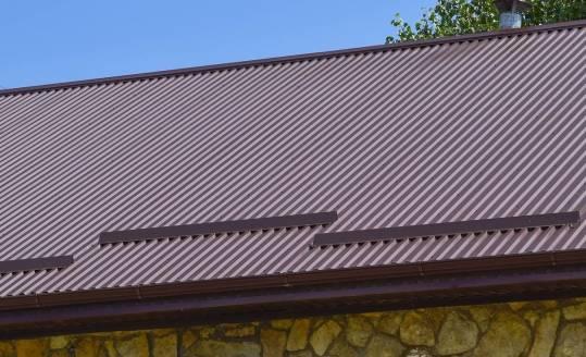 Dlaczego blachy trapezowe to popularne pokrycia dachowe?