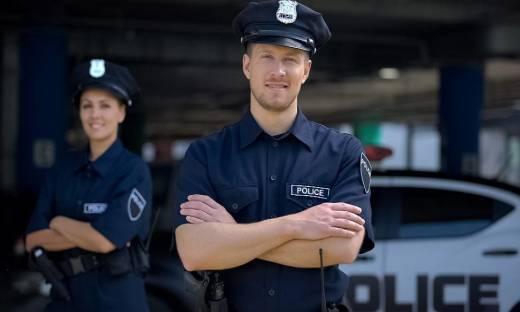 Czym charakteryzują się mundury policyjne?