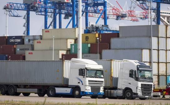 """Co to znaczy, że transport kontenerów odbywa się w systemie ,,door-to-door""""?"""