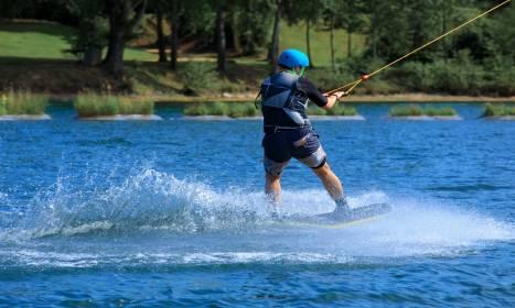 Na czym polega wakeboarding?
