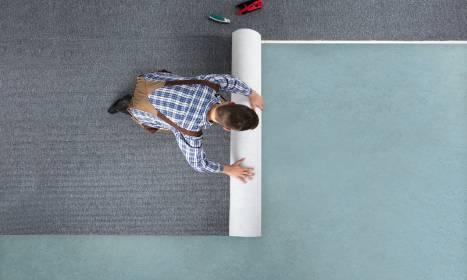 Jak położyć wykładzinę dywanową? Praktyczne wskazówki