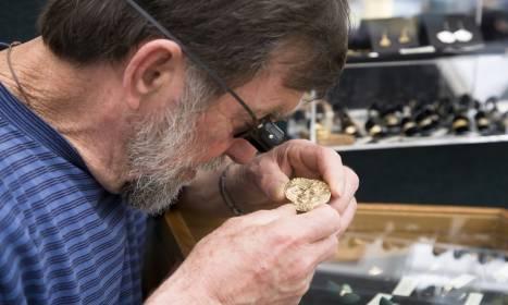 Nie tylko sztabki. Jak działają skupy złota i srebra?