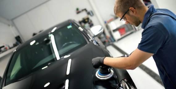 Różne stopnie polerowania w lakiernictwie samochodowym